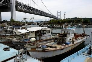 下津井漁港からの瀬戸大橋の写真素材 [FYI04516956]