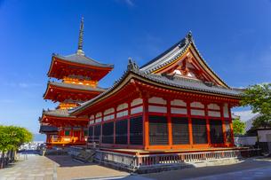 清水寺の経堂と三重塔の写真素材 [FYI04517592]