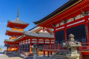 清水寺の田村堂と経堂と三重塔の写真素材 [FYI04517594]