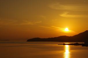 小豆島の夕陽の写真素材 [FYI04517776]