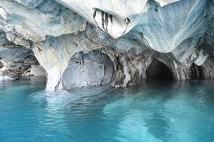 世界で最も美しい洞窟 奇跡の絶景  マーブルカテドラル(パタゴニア<チリ>)の写真素材 [FYI04518074]