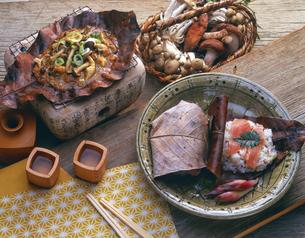 飛騨高山の朴葉焼きと朴葉味噌の写真素材 [FYI04518092]