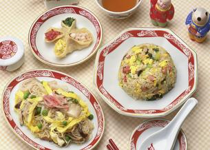 中華料理の食卓の写真素材 [FYI04518173]