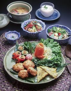 タイ料理の食卓の写真素材 [FYI04518179]