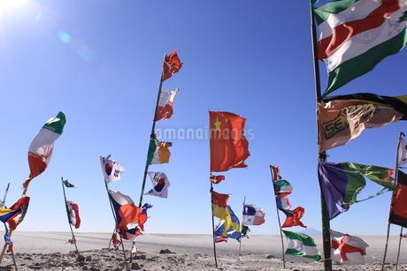 ウユニ塩湖 国旗の写真素材 [FYI04518474]