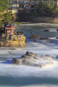 茨城県 五浦海岸 六角堂の写真素材 [FYI04519494]