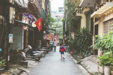 ベトナムの路地の写真素材 [FYI04519659]