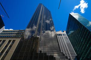 トランプタワーと青空(ニューヨーク)の写真素材 [FYI04519701]
