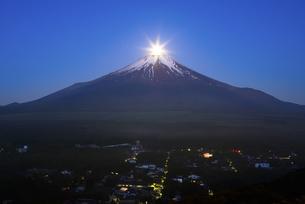 山梨県 山中湖村よりパール富士 の写真素材 [FYI04519971]