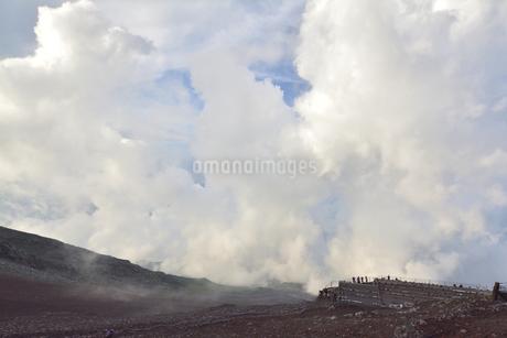 富士登山中の雲と青空の写真素材 [FYI04520630]