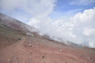 富士登山にて下り途中の自然景色の写真素材 [FYI04520640]