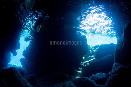 水中洞窟の写真素材 [FYI04520657]