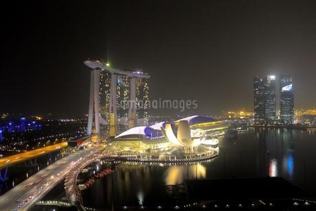 シンガポール マリーナベイサンズ 夜景の写真素材 [FYI04521326]