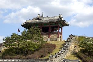 韓国 水原 華城の東北角楼の写真素材 [FYI04521753]