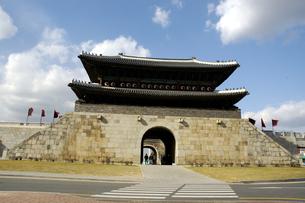 韓国 水原 華城の長安門(北門)の写真素材 [FYI04521754]