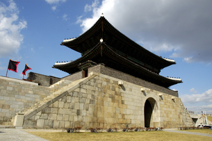 韓国 水原 華城の長安門(北門)の写真素材 [FYI04521755]