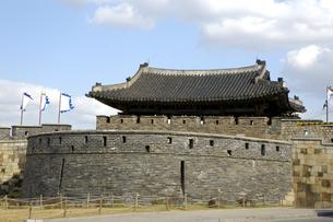 韓国 水原 華城の華西門(西門)の写真素材 [FYI04521756]