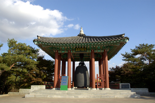 韓国 水原 華城の孝園鍾閣の写真素材 [FYI04521760]