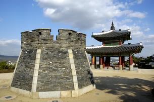 韓国 水原 華城の西弩台の写真素材 [FYI04521761]