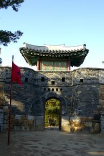韓国 水原 華城の西南暗門の写真素材 [FYI04521764]