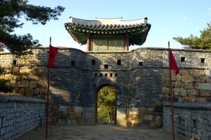 韓国 水原 華城の西南暗門の写真素材 [FYI04521765]