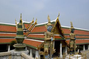 タイ バンコク エメラルド寺院(ワットプラケオ)の魔よけの鬼ヤックの写真素材 [FYI04521800]