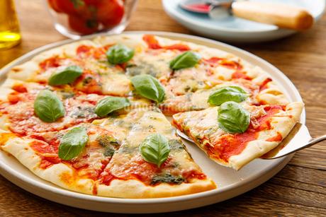 マルゲリータピザの写真素材 [FYI04522260]