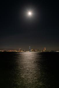 フラワームーンの百道浜夜景の写真素材 [FYI04522498]