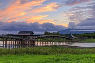 青森県 鶴の舞橋の写真素材 [FYI04522544]