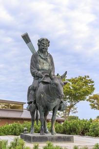 秋田県 夢と童話の里 スサノオノミコト像の写真素材 [FYI04523240]
