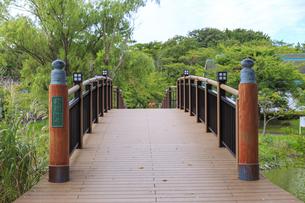 秋田県 夢と童話の里 鞍掛の橋の写真素材 [FYI04523251]
