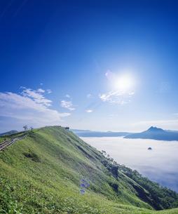 北海道 自然 風景 摩周湖 雲海の写真素材 [FYI04524175]