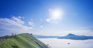 北海道 自然 風景 摩周湖 雲海の写真素材 [FYI04524176]