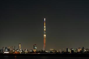 東京スカイツリー 真ん中の写真素材 [FYI04524279]