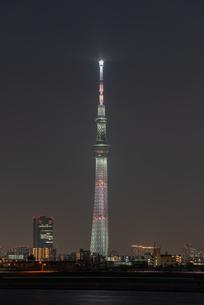 東京スカイツリー 縦アングルの写真素材 [FYI04524281]