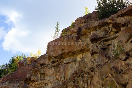 アラスカ、巨石が重なる山肌の写真素材 [FYI04524297]