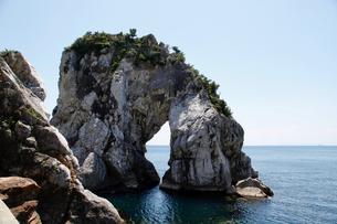 白崎海岸 立厳岩の写真素材 [FYI04524496]