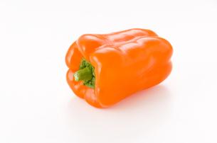 カラーピーマン(オレンジ)の写真素材 [FYI04524997]