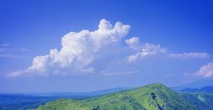 北海道 自然 風景 摩周湖外輪山と雲の写真素材 [FYI04526577]