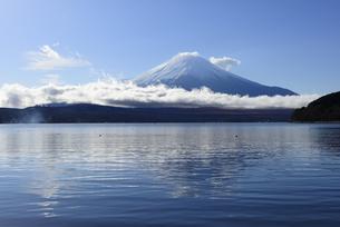 山梨県 山中湖から望む富士山 の写真素材 [FYI04526667]