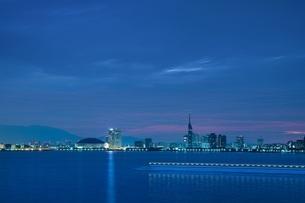 福岡市街 夜明け1の写真素材 [FYI04526825]