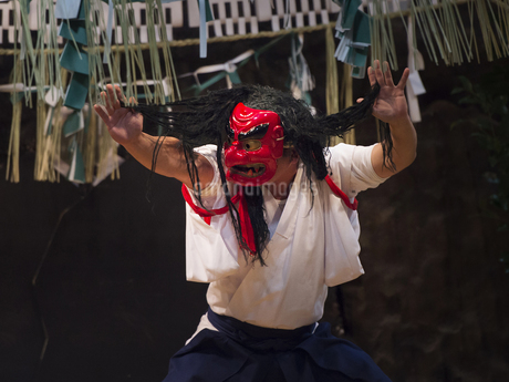 高千穂神社 高千穂神楽 戸取の舞の写真素材 [FYI04527082]