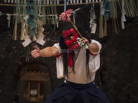 高千穂神社 高千穂神楽 戸取の舞の写真素材 [FYI04527083]