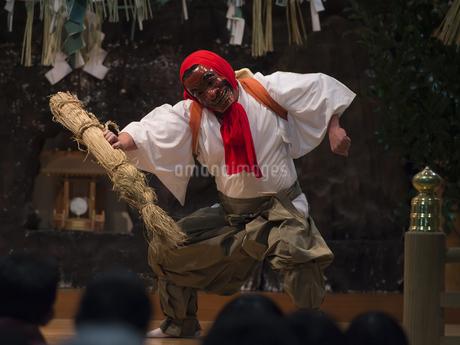 高千穂神社 高千穂神楽 御神体の舞の写真素材 [FYI04527085]