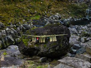 高千穂峡 鬼八の力石の写真素材 [FYI04527090]