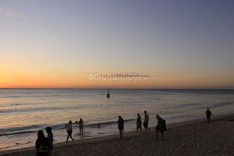 オーストラリアのビーチ 夕焼け3の写真素材 [FYI04527174]
