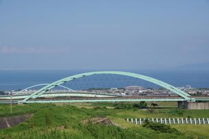 鉄橋と有明海の写真素材 [FYI04527620]