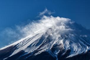 三つ峠山から望む富士山頂の写真素材 [FYI04527879]