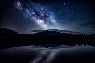 荒島岳の上に立ちのぼる天の川の写真素材 [FYI04528270]