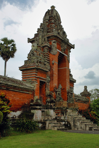 インドネシア バリ島 メングウィのタマンアユン寺院の写真素材 [FYI04528505]